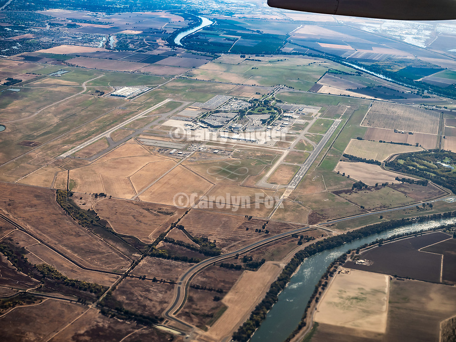 Rice farms near Sacramento, America's Flyover country: Chicago Midway (MDW) to Sacramento International (SMF). A window seat view in autumn