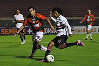 SÃO PAULO, SP, 23 DE JUNHO DE 2012 - CAMPEONATO BRASILEIRO - PORTUGUESA x SÃO PAULO: Cortez (d) e Rogério (e) durante partida Portuguesa x São Paulo, válida pela 6ª rodada do Campeonato Brasileiro de 2012 no Estádio do Canindé. FOTO: LEVI BIANCO - BRAZIL PHOTO PRESS
