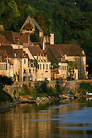 Europe/France/Aquitaine/24/Dordogne/La Roque Gageac: Maisons sur les bords du fleuve