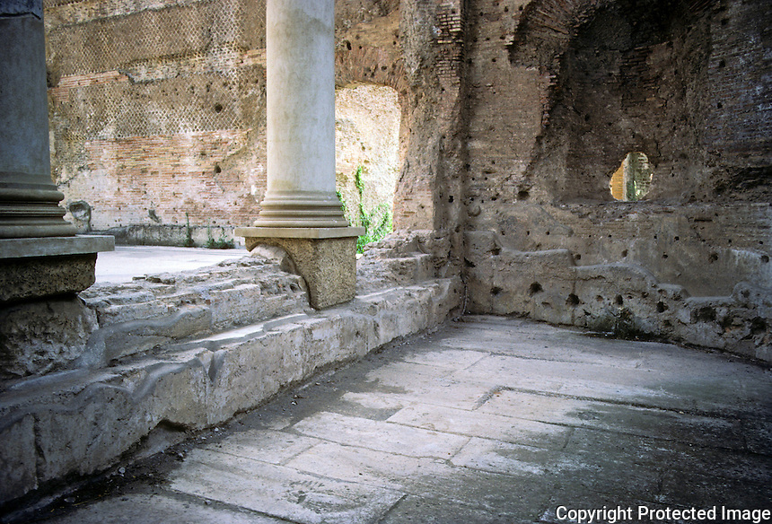 Italy: Tivoli--Hadrian's Villa. Large baths inside the Frigidarium. Photo '83.