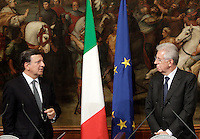 Il Presidente del Consiglio Mario Monti, a destra, ed il Presidente della Commissione Europea Jose' Manuel Barroso in occasione del loro incontro a Palazzo Chigi, Roma, 6 settembre 2012. .Italian Premier Mario Monti, right, and European Commission's President Jose' Manuel Barroso look each other in occasion of their meeting at Chigi Palace government office in Rome, 6 september 2012..UPDATE IMAGES PRESS/Riccardo De Luca