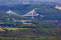 France, Bretagne, (29), Finistère, Presqu'île de Crozon, Vue depuis le Ménez Hom, l'Aulne maritime et le pont de Térénez
