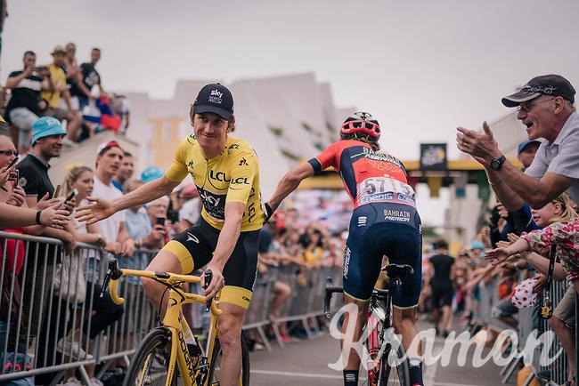 yellow jersey / GC leader Geraint Thomas (GBR/SKY) coming back from sign-on<br /> <br /> Stage 21: Houilles > Paris / Champs-Élysées (115km)<br /> <br /> 105th Tour de France 2018<br /> ©kramon