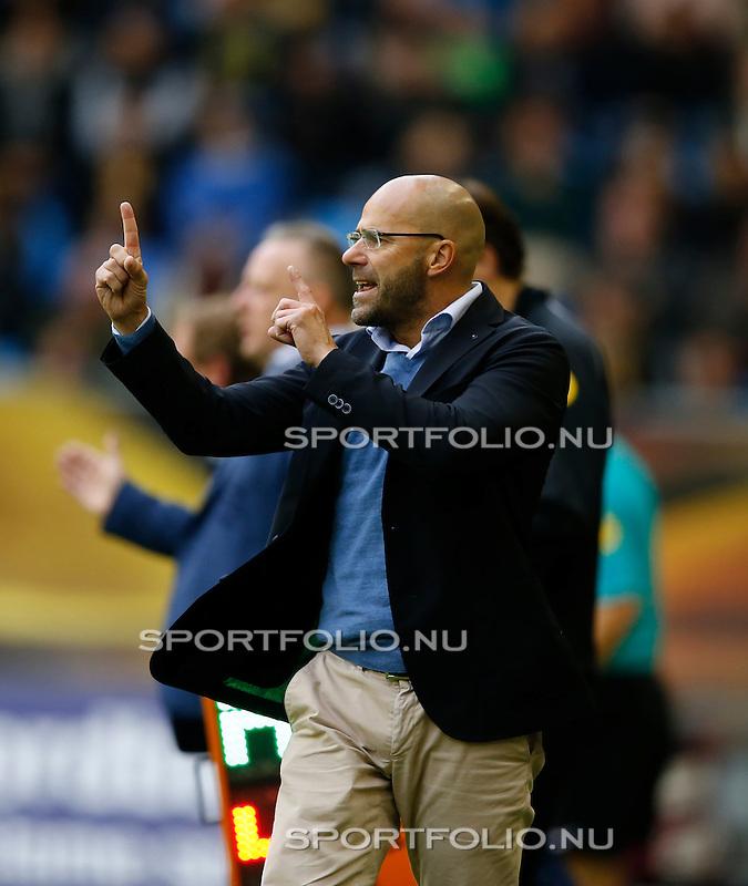 Nederland, Arnhem, 31 mei 2015<br /> Seizoen 2014-2015<br /> Play-offs voor voorronde Europa League<br /> Vitesse-SC Heerenveen (5-2)<br /> Peter Bosz, trainer-coach van Vitesse, geeft aan dat er 1op 1 gespeeld moet gaan worden