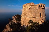 Wachturm Torre del Pirata (= Torre des Savinar) auf Cap del Jueu, Ibiza, Balearen, Spanien