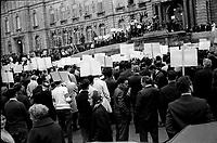 Manif SPEQ devant l'assemblee nationale,<br /> a QUEBEC - entre 14 et 20 Octobre 1968<br /> <br /> Photo : AQP - Photo moderne