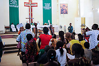 NIGER Niamey, sunday mass in catholic cathedral / NIGER Niamey, Gottesdienst in Kathedrale der katholischen Kirche