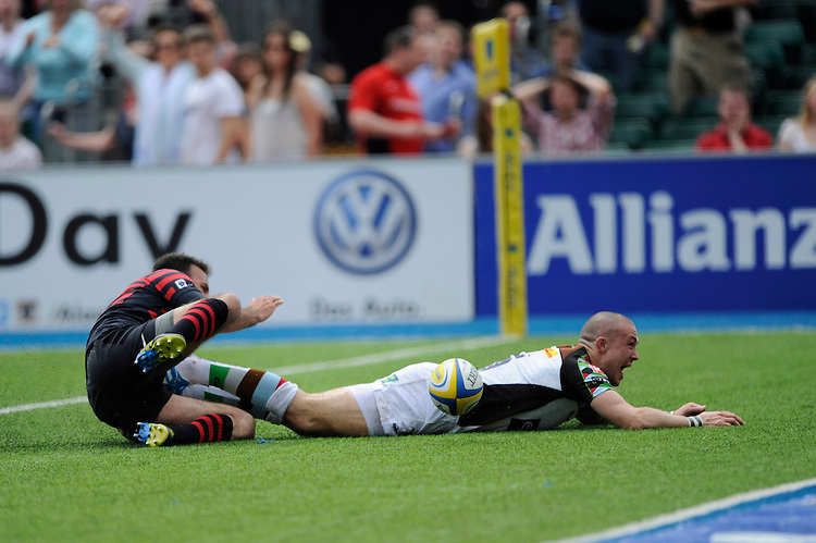 Mike Brown of Harlequins dives over to score a try past Neil de Kock of Saracens during the Aviva Premiership semi final match between Saracens and Harlequins at Allianz Park on Saturday 17th May 2014 (Photo by Rob Munro)