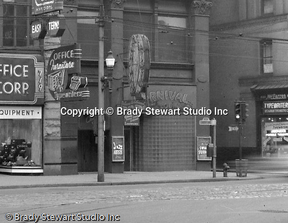 Pittsburgh PA:  View of the 700 block of Liberty Avenue from Wood Street.  The view includes; General Office Equipment 719 Liberty and the Carnival Lounge at 725 Liberty.  Brady Stewart Studio moved into 725 Liberty Avenue (4th Floor) a year later. Nearby businesses included; Helfer's Jewelers, Dimling's Candies, Cole Optical, McFarren Typewriters, Equitable Gas Company, Iben and Irr Department Store, and Max Azen's.