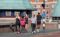 Nederland - Rotterdam- 2020.   Samen joggen.   Foto ANP / Hollandse Hoogte / Berlinda van Dam