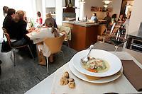 Vino rosso e Raviolone alla Nino Bergese con uova, spinaci, ricotta e tartufo, nel ristorante Lalibera di Alba.<br /> Red wine and Raviolone alla Nino Bergese dish with egg, spinach, ricotta and truffle, in the restaurant Lalibera in Alba, Piedmont.<br /> UPDATE IMAGES PRESS/Riccardo De Luca