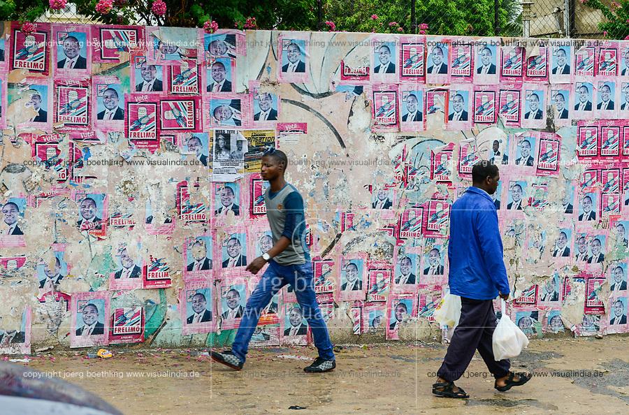 MOZAMBIQUE, Tete, election poster of FRELIMO party of Filipe NYUSI  / MOSAMBIK, Tete, Stadtzentrum, Wahlplakate FRELIMO
