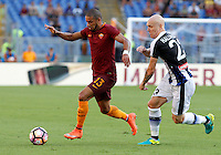 Calcio, Serie A: Roma vs Udinese. Roma, stadio Olimpico, 20 agosto 2016.<br /> Roma's Bruno Peres, left, is chased by Udinese's Emil Hallfredsson during the Italian Serie A football match between Roma and Udinese at Rome's Olympic Stadium, 20 August 2016. Roma won 4-0.<br /> UPDATE IMAGES PRESS/Riccardo De Luca