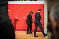 Pressekonferenz mit dem SPD-Vorsitzenden Sigmar Gabriel und Berlins regierendem Buergermeister Michael Mueller im Anschluss an den 7. SPD-Parteikonvent. Auf dem Konvent im Willy-Brandt-Haus wurden ca. 500 Antraege zu Themen wie, Wohnen, Bildung, Gesundheit und CETA & TTIP behandelt.<br /> Im Bild vlnr: Sigmar Gabriel und Michael Mueller verlassen die Pressekonferenz.<br /> 5.6.2016, Berlin<br /> Copyright: Christian-Ditsch.de<br /> [Inhaltsveraendernde Manipulation des Fotos nur nach ausdruecklicher Genehmigung des Fotografen. Vereinbarungen ueber Abtretung von Persoenlichkeitsrechten/Model Release der abgebildeten Person/Personen liegen nicht vor. NO MODEL RELEASE! Nur fuer Redaktionelle Zwecke. Don't publish without copyright Christian-Ditsch.de, Veroeffentlichung nur mit Fotografennennung, sowie gegen Honorar, MwSt. und Beleg. Konto: I N G - D i B a, IBAN DE58500105175400192269, BIC INGDDEFFXXX, Kontakt: post@christian-ditsch.de<br /> Bei der Bearbeitung der Dateiinformationen darf die Urheberkennzeichnung in den EXIF- und  IPTC-Daten nicht entfernt werden, diese sind in digitalen Medien nach §95c UrhG rechtlich geschuetzt. Der Urhebervermerk wird gemaess §13 UrhG verlangt.]