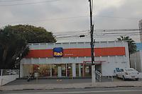 SÃO PAULO, SP, 06.10.2015 - CRIME-SP - Agencia bancária sofre assalto na rua Santa Marina na Freguesia do Ó na região norte de São Paulo, nesta terça-feira, 06. Não há detalhes sobre a quantia levada. (Foto: Márcio Ribeiro/Brazil Photo Press)