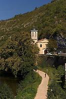 Chemin au bord de la riviere Le Lot et eglise Notre-Dame.<br /> Way at the edge of the river the Batch and Notre-Dame church.
