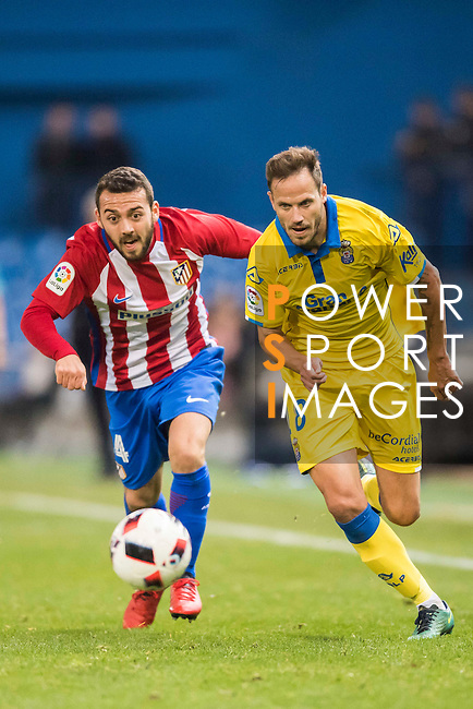 Keidi Bare (l) of Atletico de Madrid battles for the ball with Javi Castellano of UD Las Palmas during their Copa del Rey 2016-17 Round of 16 match between Atletico de Madrid and UD Las Palmas at the Vicente Calderón Stadium on 10 January 2017 in Madrid, Spain. Photo by Diego Gonzalez Souto / Power Sport Images