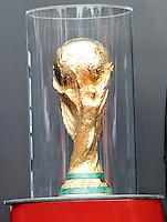 BOGOTA - COLOMBIA - 28-01-2013: El Tour de la Copa Mundo FIFA Brasil 2014 arribo a Bogota, procedente de Ecuador,  como parte de las actividades que anteceden a la Copa Mundo, evento que permitirá a mas de 20000 aficionados conocer el trofeo de cerca. La gira mundial ha visitado 89 paises de las seis confederaciones que integran La FIFA, en un recorrido que tomara nueve meses y terminara justo para el inicio de La Copa Mundo Fifa Brasil 2014.  / The Tour of Brazil 2014 FIFA World Cup arrived in Bogota, from Ecuador, as part of the activities leading up to the World Cup, an event that will allow more than 20,000 fans to know the trophy. The world tour visited 89 countries that make up the six FIFA confederations, in a journey that took nine months and just finished for the start of the Fifa World Cup Brazil 2014.  / Photo VizzorImage / Luis Ramirez / Staff