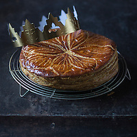 "Galette des rois à la frangipane de Christophe Vasseur "" Du pain et des Idées""  10e arrondissement, rue Yves Toudic //  Christophe Vasseur French King Cake - Stylisme : Valérie LHOMME   //  Christophe Vasseur French King Cake"