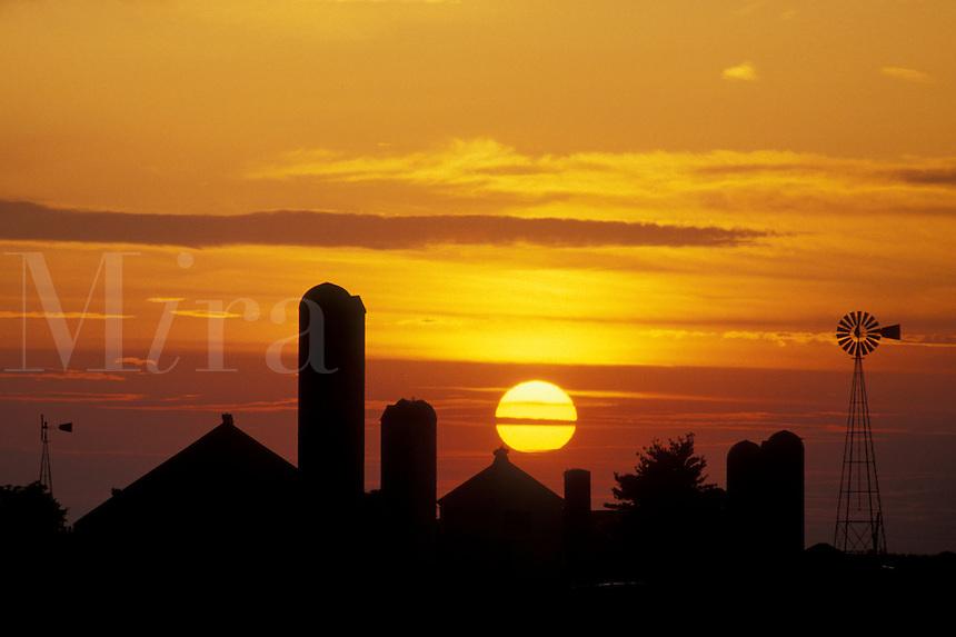 AJ3034, farm, Amish country, silhouette, amish, sun, Lancaster County, Pennsylvania, Pennsylvania Dutch Country, A silhouette of an Amish farm as the big yellow sun sets in the sky in Lancaster in the state of Pennsylvania.