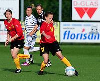 Vriendschappelijke interland vrouwenvoetbal : Belgium A - France A te Nieuwpoort ;..Davina Philtjens met de doorsteekpas naar Audrey Demoustier (links)..foto DAVID CATRY / Vrouwenteam.be