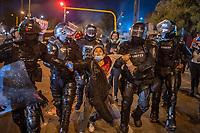 BOGOTA - COLOMBIA, 25-05-2021: Miembros del ESMAD (Escuadrón Móvil Antidisturbios de la Policía) detienen a una mujer que estaba en las manifestaciones durante los disturbios en el sector de las Américas de la ciudad de Bogotá durante el día 28 del Paro Nacional en Colombia hoy, 25 de mayo de 2021, para protestar contra el gobierno de Ivan Duque además de la precaria situación social y económica que vive Colombia. El paro fue convocado por sindicatos, organizaciones sociales, estudiantes y la oposición. / Members of the ESMAD (Police Anti-Riot Mobile Squad) detain a woman who was at the demonstrations during the riots at Portal Las Americas sector of the city of Bogota during the day 28 of the National strike in Colombia today, May 25, 2021, to protest against the government of Ivan Duque in addition to the precarious social and economic situation that Colombia is experiencing. The strike was called by unions, social organizations, students and the opposition in Colombia. Photo: VizzorImage / Diego Cuevas / Cont
