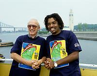 Yvon Deschamps et Anthony Kavanagh, conference de presse de Juste Pour Rire dans le Vieux-Port, 1995 (date exacte inconnue)<br /> <br /> <br /> PHOTO D'ARCHIVE : Agence Quebec Presse