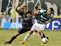 PALMIRA - COLOMBIA, 31-03-2019: Carlos M Rodriguez del Cali disputa el balón con Diego Chica del Cucuta durante partido por la fecha 12 de la Liga Águila I 2019 entre Deportivo Cali y Cúcuta Deportivo jugado en el estadio Deportivo Cali de la ciudad de Palmira. / Carlos M Rodriguez of Cali vies for the ball with Diego Chica of Cucuta during match for the date 12 as part Aguila League I 2019 between Deportivo Cali and Cucuta Deportivo played at Deportivo Cali stadium in Palmira city.  Photo: VizzorImage / Gabriel Aponte / Staff