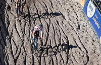 World Cup Series leader Eli Iserbyt (BEL/Pauwels Sauzen - Bingoal) diving into the infamous Zonhoven 'Pit'<br /> <br /> Elite Men's Race<br /> 2021 UCI cyclo-cross World Cup - Zonhoven (BEL)<br /> <br /> ©kramon