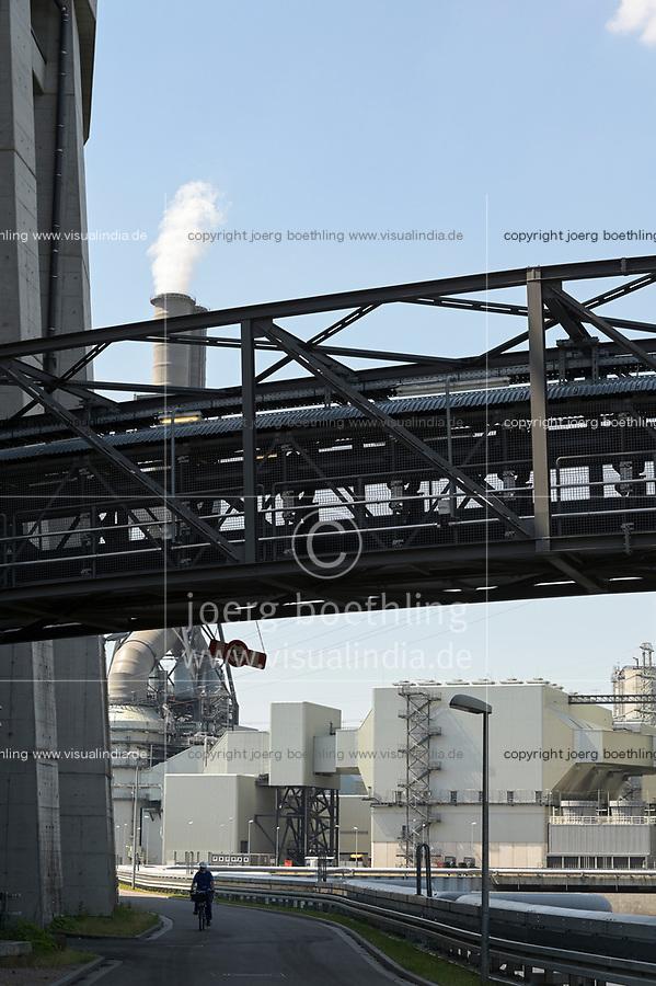 Germany, Hamburg, Vattenfall coal power station Moorburg, switched off in july 2021 as part of german coal exit / DEUTSCHLAND, Hamburg, Vattenfall Kohlekraftwerk Moorburg, in Betriebnahme 2015, letzter Betrieb vor endgültiger Abschaltung im Juli 2021, Förderbandbrücken
