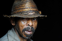MADAGASCAR Morarano , man with straw hat in village / MADAGASKAR Dorf Morarano , Mann mit Strohhut
