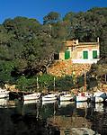Spanien, Balearen, Mallorca, Santanyi: Fischerboote an der Cala Figuera | Spain, Balearic Islands, Mallorca, Santanyi: fishing boats at Cala Figuera