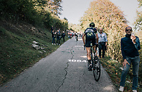 Víctor De La Parte (ESP/Movistar) up the infamous Muro di Sormano (avg 17%/max 25%)<br /> <br /> Il Lombardia 2017<br /> Bergamo to Como (ITA) 247km