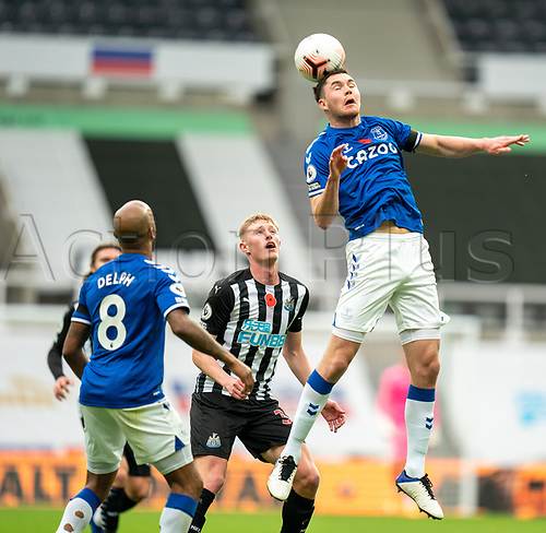 1st November 2020; St James Park, Newcastle, Tyne and Wear, England; English Premier League Football, Newcastle United versus Everton; Michael Keane of Everton heads the ball on as Fabian Delph of Everton and Sean Longstaff of Newcastle United cover