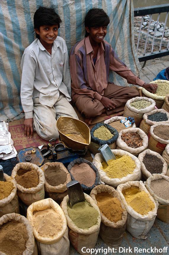 Gewürze auf Markt in Srinagar (Kashmir), Indien