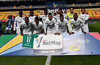 BOGOTA - COLOMBIA, 18-04-2021: Jugadores Deportivo Cali posan para una foto, antes de durante partido entre Millonarios F. C. y Deportivo Cali de la fecha 19 por la Liga BetPlay DIMAYOR I 2021 jugado en el estadio Nemesio Camacho El Campin de la ciudad de Bogota. / Players of Deportivo Cali pose for a photo, prior a match between Millonarios F. C. and Deportivo Cali of the 19th date for the BetPlay DIMAYOR I 2021 League played at the Nemesio Camacho El Campin Stadium in Bogota city. / Photo: VizzorImage / Luis Ramirez / Staff.