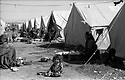 Iran 1974.Ziweh: Camp de refugies kurdes irakiens.Iran 1974.Ziweh: Kurdish refugees in a camp..