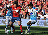 MEDELLÍN - COLOMBIA, 16-12-2018: German Cano (Izq) del Medellín disputa el balón con Rafael Perez (Der) de Junior durante partido de vuelta Final entre Deportivo Independiente Medellín y Atletico Junior como parte de la Liga Águila II 2018 jugado en el estadio Atanasio Girardot de la ciudad de Medellín. / German Cano (L) of Medellin vies for the ball with Rafael Perez (R) of Junior during Final second leg match between Deportivo Independiente Medellin and Atletico Junior as a part Aguila League II 2018 played at Atanasio Girardot stadium in Medellin city. Photo: VizzorImage / Gabriel Aponte / Staff