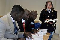 Ispettori di polizia del Gambia frequentano un corso di italiano per stranieri, presso l'Istituto per Ispettori di Polizia di Nettuno.<br /> Police officers of the Gambia attend an Italian course at the Institute for police inspectors,in Nettuno.