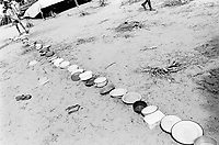 Mozambique. Province of Gaza. Chaquelane. Camp for displaced people from the town of Chokwe which was heavily flooded by The Limpopo river. Children and their plates wait for the food distribution.© 2000 Didier Ruef