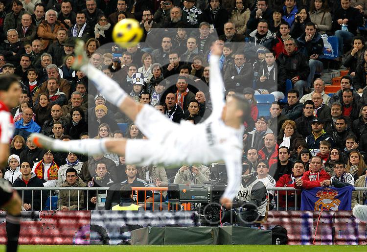 Madrid (20/11/2010).- Estadio Santiago Bernabeu..Campeonato Nacional de Liga..Real Madrid 5- Athletic Club Bilbao 1..El publico admira a Cristiano Ronaldo...©Alex Cid-Fuentes/ALFAQUI