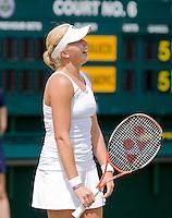 24-6-08, England, Wimbledon, Tennis,   Michaella Krajicek uit haar frustratie