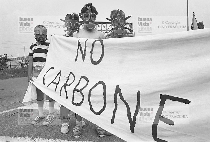 - demonstration against electrothermal power station of Tavazzano ..- manifestazione contro la centrale elettrotermica a carbone di Tavazzano