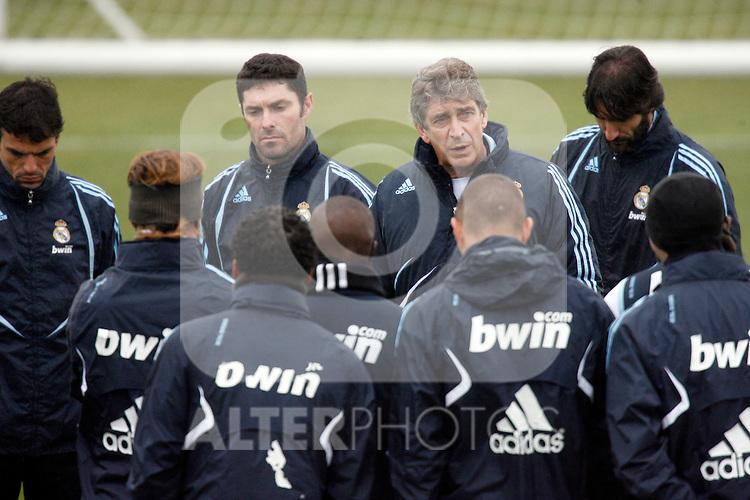 Madrid (25/02/10).-Entrenamiento del Real Madrid..Manuel Pellegrini...© Alex Cid-Fuentes/ ALFAQUI..Madrid (25/02/10).-Training session of Real Madrid c.f..Manuel Pellegrini...© Alex Cid-Fuentes/ ALFAQUI.