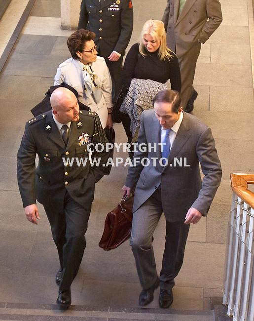 Arnhem, 040411<br /> Vooraan Marc Kroon met advocaat Knoops, erachter de vriendein van Marco in gesprek met advocaat Carry Knoops Hamburger.<br /> Foto: Sjef Prins - APA Foto