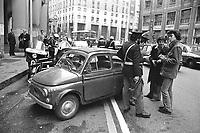 - Milan, police checkpoint in downtown (May 1977) ....- Milano, controlli di polizia in centro città (maggio 1977)