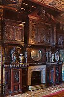 Europe/Royaume-Uni/Îles Anglo-Normandes/Île de Guernesey/Saint-Pierre-Port: Hauteville House, Maison de Victor Hugo, et Musée Victor Hugo<br /> Le salon des Tapisseries avec sa cheminée de chêne