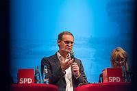 """Diskussion """"Tegel - ein Zuhause fuer morgen. Wohnen, Arbeiten, Studieren""""<br /> Die SPD-Berlin veranstaltete am Montag den 11. September 2017 zum Thema Zukunft des Flughafen Tegel nach der Schliessung eine Diskussionsveranstaltung in der Berliner Urania. Es diskutierten der Regierender Buergermeister und Landesvorsitzender der SPD Berlin, Michael Mueller; die Senatorin fuer Wirtschaft, Energie und Betriebe, Ramona Pop (Buendnis 90/Die Gruenen); die Senatorin fuer Stadtentwicklung und Wohnen Katrin Lompscher (Die Linke) und Joerg Stroedter, Mitglied des Abgeordnetenhauses (SPD).<br /> In einem Vortrag stellte Dr. Philipp Boutieller, Chef der Tegel Projekt GmbH, das Nutzungskonzept fuer die Flaeche des alten West-Berliner Innenstadt-Flughafen als Wissenschaftsstandort, Landschaftspark und der Bebauung mit dringend benoetigtem Wohnraum vor.<br /> Im Bild:  Buergermeister Michael Mueller (SPD).<br /> 11.9.2017, Berlin<br /> Copyright: Christian-Ditsch.de<br /> [Inhaltsveraendernde Manipulation des Fotos nur nach ausdruecklicher Genehmigung des Fotografen. Vereinbarungen ueber Abtretung von Persoenlichkeitsrechten/Model Release der abgebildeten Person/Personen liegen nicht vor. NO MODEL RELEASE! Nur fuer Redaktionelle Zwecke. Don't publish without copyright Christian-Ditsch.de, Veroeffentlichung nur mit Fotografennennung, sowie gegen Honorar, MwSt. und Beleg. Konto: I N G - D i B a, IBAN DE58500105175400192269, BIC INGDDEFFXXX, Kontakt: post@christian-ditsch.de<br /> Bei der Bearbeitung der Dateiinformationen darf die Urheberkennzeichnung in den EXIF- und  IPTC-Daten nicht entfernt werden, diese sind in digitalen Medien nach §95c UrhG rechtlich geschuetzt. Der Urhebervermerk wird gemaess §13 UrhG verlangt.]"""