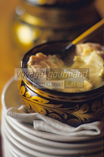 """Europe-Asie/Russie/Saint-Petersbourg/Pavlovsk: Soupe des Tsars de coques et poissons - Recette du restaurant """"Podvorie"""" ou la cour de Sergueï"""