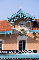 Europe/France/Aquitaine/33/Gironde/Bassin d'Arcachon/Arcachon: détail de la Gare SNCF et armoiries de la ville